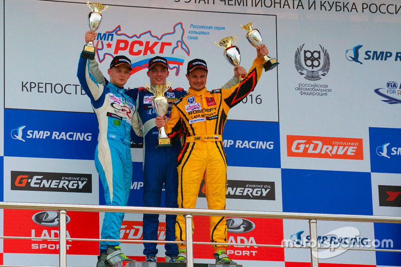 Денис Булатов, Григорий Бурлуцкий и Дмитрий Брагин на подиуме второй гонки 3 этапа РСКГ