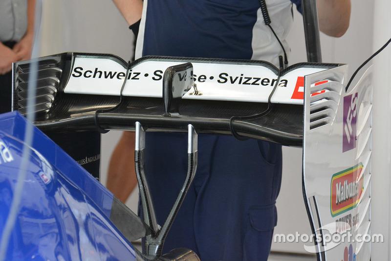 Sauber C35, l'ala posteriore