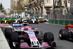 Esteban Ocon, Force India VJM11 Mercedes, Carlos Sainz Jr., Renault Sport F1 Team R.S. 18, Sergio Perez, Force India VJM11 Mercedes, Sergey Sirotkin, Williams FW41 Mercedes startta