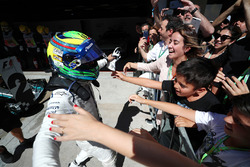 Felipe Massa, Williams FW40 celebrates his last Brazilian Grand Prix in parc ferme  with his wife Rafaela Bassi, son Felipinho Massa