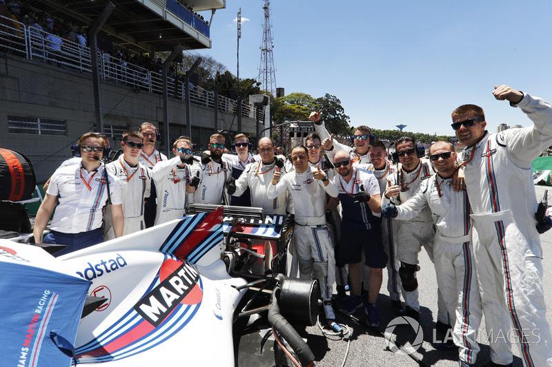 Felipe Massa, Williams,, his engineers and team mates