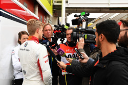 Marcus Ericsson, Alfa Romeo Sauber F1 Team talks with the media