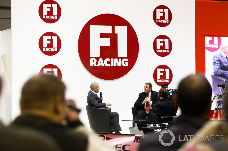 Nigel Mansell talks to Stuart Codling on the F1 Racing Stand