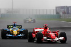 Михаэль Шумахер, Ferrari 248 F1 и Фернандо Алонсо, Renault R26