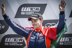 Podium: Race winner Norbert Michelisz, BRC Racing Team Hyundai i30 N TCR