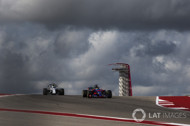 Felipe Massa, Williams FW40 and Brendon Hartley, Scuderia Toro Rosso STR12
