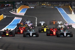 Lewis Hamilton, Mercedes AMG F1 W09, leads Valtteri Bottas, Mercedes AMG F1 W09, Sebastian Vettel, Ferrari SF71H, and Max Verstappen, Red Bull Racing RB14, at the start of the race