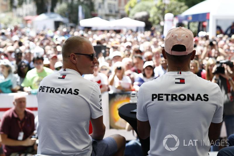 Valtteri Bottas, Mercedes-AMG F1 and Lewis Hamilton, Mercedes-AMG F1 on stage