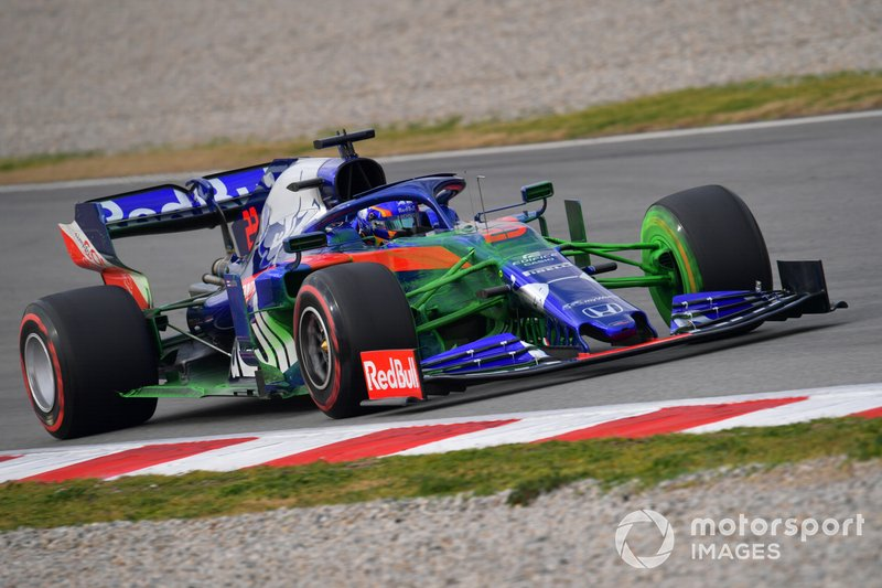 Alex Albon, Scuderia Toro Rosso STR14 with aero paint