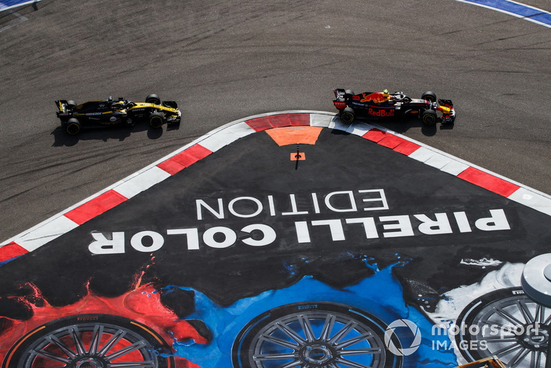 Max Verstappen, Red Bull Racing RB14, Nico Hulkenberg, Renault Sport F1 Team R.S. 18