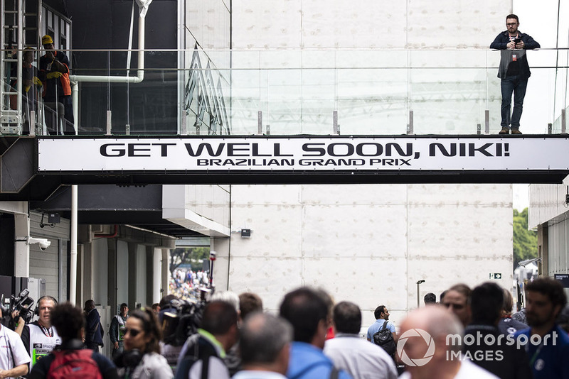 """Повідомлення невиконавчому директору Mercedes AMG F1 Нікі Лауді: """"Одужуй, скоріше!"""""""