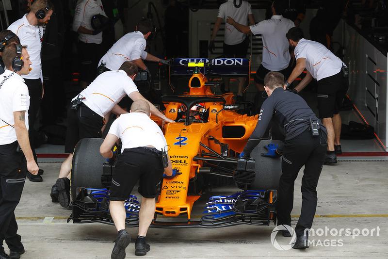 Stoffel Vandoorne, McLaren MCL33, is returned to the McLaren garage