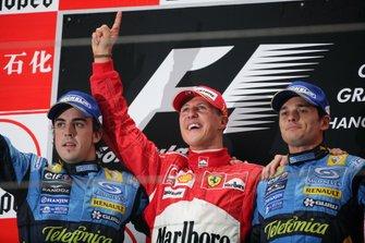 المركز الثاني فرنالدو ألونسو، رينو، الفائز بالسباق، مايكل شوماخر، فيراري، المركز الثالث، جيانكارلو فيزيكيلا، رينو