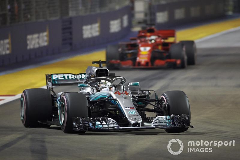 Com menos equilíbrio do que naquele ano (que contou com oito pilotos diferentes vencendo), será que Vettel poderá descontar 40 pontos em seis corridas de Hamilton? A ver.