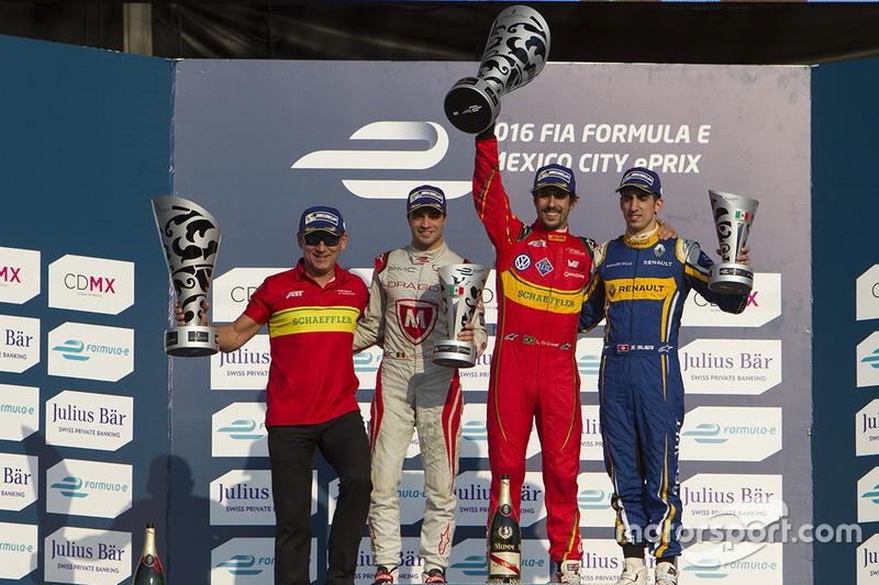 Podium: 1. Lucas di Grassi, ABT Schaeffler Audi Sport; 2. Jérôme d'Ambrosio, Dragon Racing; 3. Sébas
