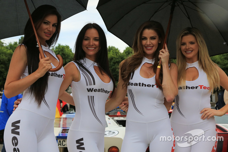 weathertech girls at 24 hours of le mans