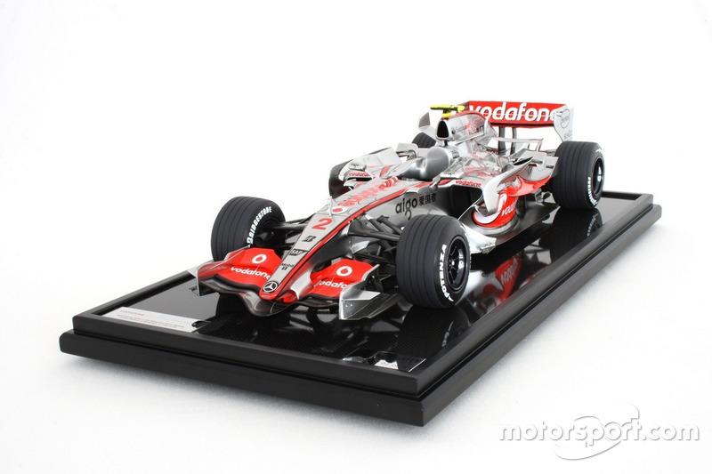 Miniature Amalgam 1:8 - McLaren MP4-22 de Lewis Hamilton, GP de Malaisie