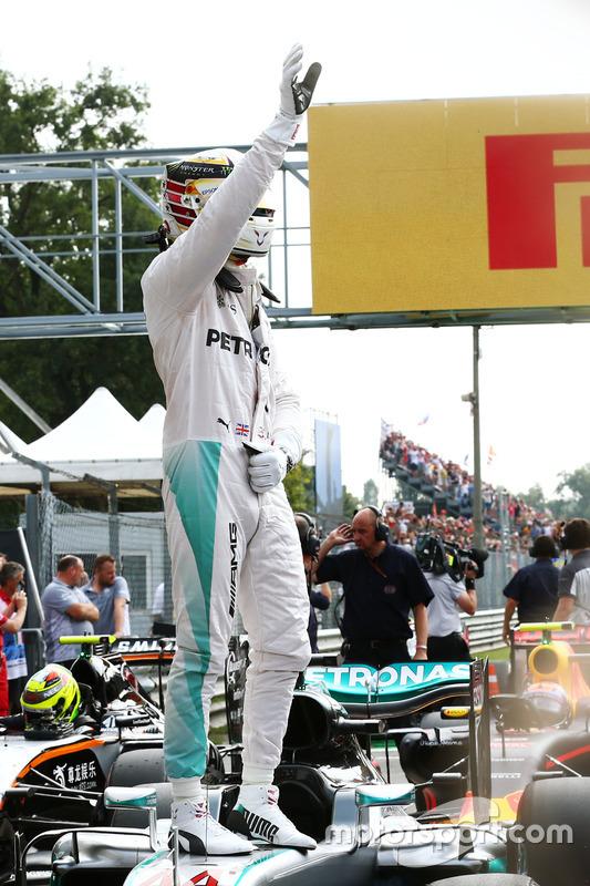 Lewis Hamilton, Mercedes AMG F, festeggia la pole