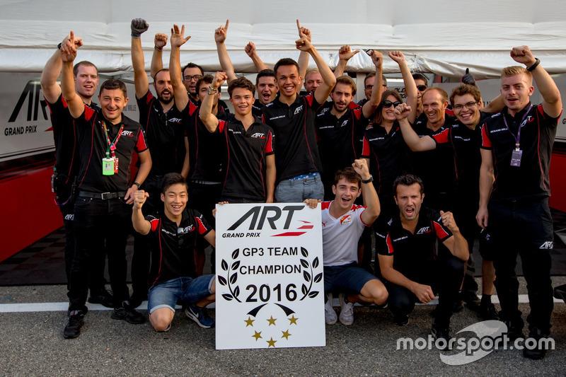 Charles Leclerc, ART Grand Prix; Nirei Fukuzumi, ART Grand Prix; Alexander Albon, ART Grand Prix und Nyck De Vries, ART Grand Prix feiern den GP3 ART Grand Prix Teamtitel in der GP3 Series