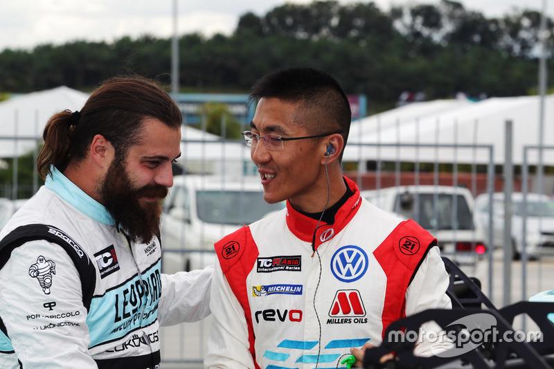 Stefano Comini, Leopard Racing, Volkswagen Golf GTI TCR; Kevin Tse Wing Kin, TeamWork Motorsport, Vo