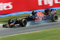 Карлос Сайнс мл., Scuderia Toro Rosso STR11 блокирует на торможении