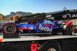 Автомобиль Scuderia Toro Rosso STR12 Даниила Квята после столкновения с Серхио Пересом