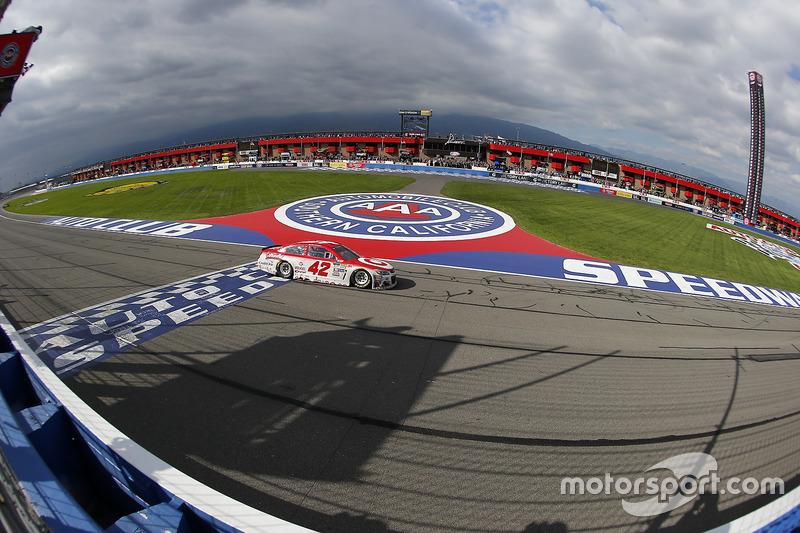 Zielflagge für Kyle Larson, Chip Ganassi Racing Chevrolet