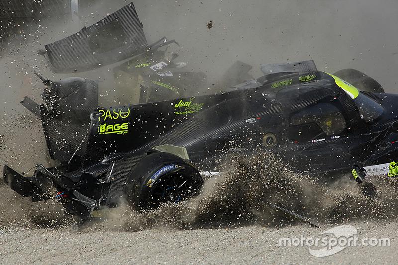 8. #19 M.Racing - YMR, Norma M 30 - Nissan: Gwenael Delomier ha un terribile incidente