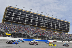 Kasey Kahne, Hendrick Motorsports, Chevrolet; Aric Almirola, Richard Petty Motorsports, Ford