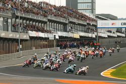 Aksi start balapan CEV Moto3
