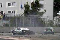 Аварія: Гері Паффетт, Mercedes-AMG Team HWA, Mercedes-AMG C63 DTM, та Майк Роккенфелер, Audi Sport Team Phoenix, Audi RS 5 DTM