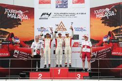 Podium Race 4: Pemenang balapan, Jordan Love (AUS); Runner-up dan Rookie terbaik, Presley Martono (INA); Peringkat ketiga, Danial Frost (SIN)