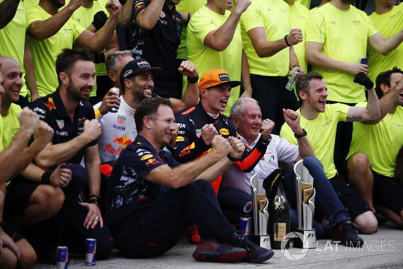 Max Verstappen, Red Bull Racing, race winner, third place Daniel Ricciardo, Red Bull Racing, celebrate, Helmut Markko, Consultant, Red Bull Racing, Christian Horner, Team Principal, Red Bull Racing, the Red Bull team