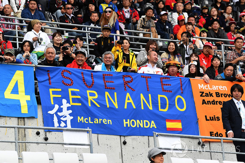 Fans and Fernando Alonso, McLaren banner