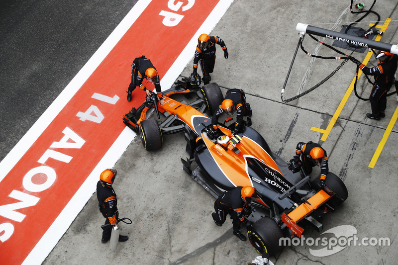 Stoffel Vandoorne, McLaren MCL32, is pushed back in to his garage and retirement from the race