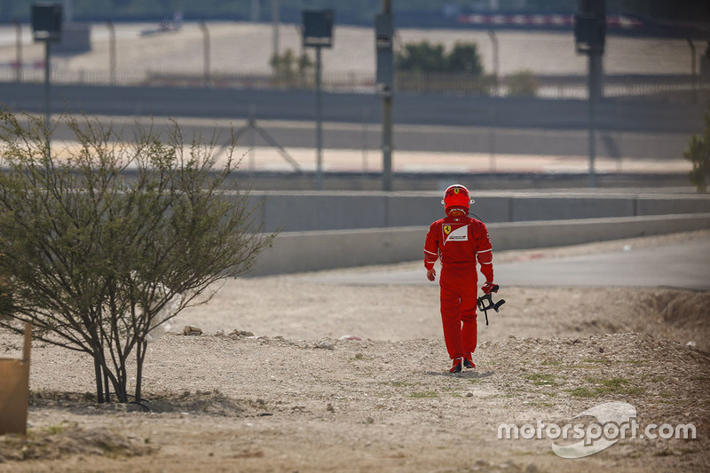 Kimi Räikkönen, Ferrari, revient à son stand