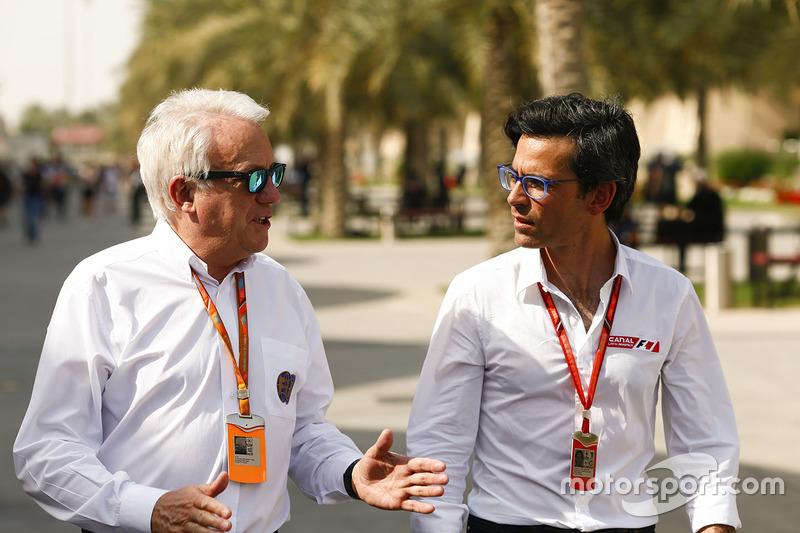 Charlie Whiting, Race Director, FIA, with journalist Diego Meija