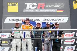 Podium: 1. Josh Files, Target Competition, Honda Civic Type R-TCR, 2. Max Hofer, Prosport Performance, Audi RS3 LMS, 3. Niels Langeveld, Racing One, Audi RS3 LMS, Bester Rookie Luca Engstler, Liqui Moly Team Engstler, VW Golf GTI TCR