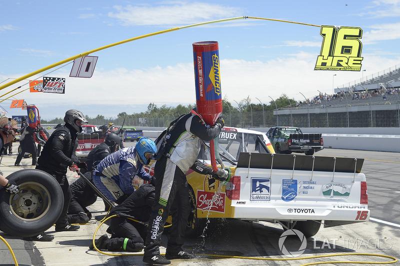 Ryan Truex, Hattori Racing Enterprises Toyota,  pit stop