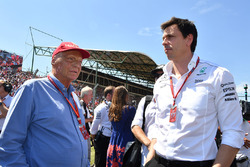 Niki Lauda, Mercedes AMG F1 W08 Non-Executive Chairman and Toto Wolff, Mercedes AMG F1 W08 Director of Motorsport on the grid