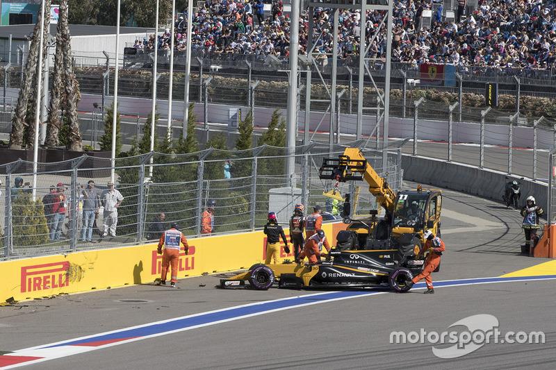 Jolyon Palmer, Renault Sport F1 Team RS17, Romain Grosjean, Haas F1 Team VF-17 crashed on lap one