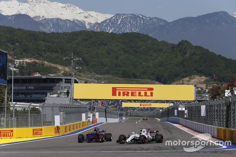 Daniil Kvyat, Scuderia Toro Rosso STR12 and Lance Stroll, Williams FW40