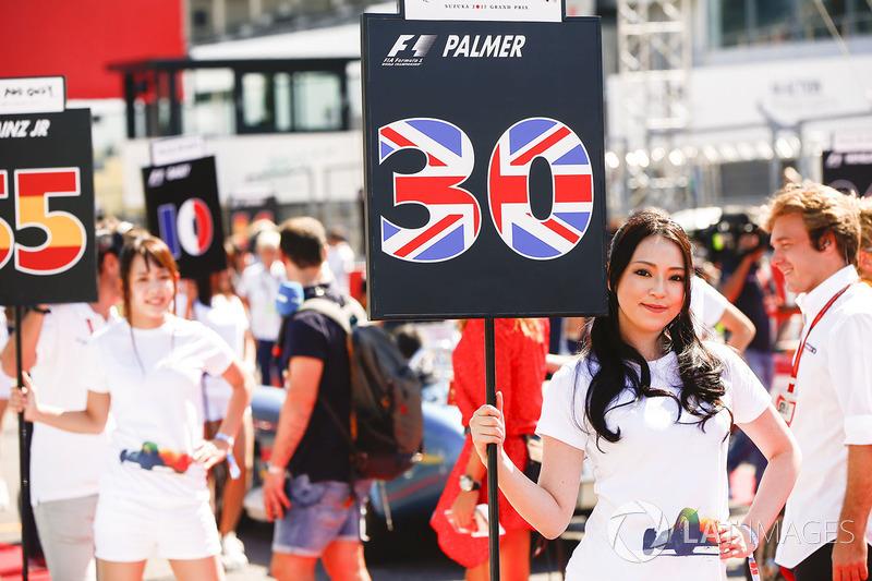 Le grid girl di  Jolyon Palmer, Renault Sport F1 Team, Carlos Sainz Jr., Scuderia Toro Rosso