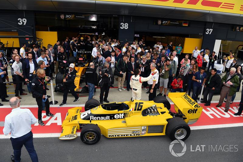 Jerome Stoll, Director de Renault Sport F1 y René Arnoux, Renault RS01