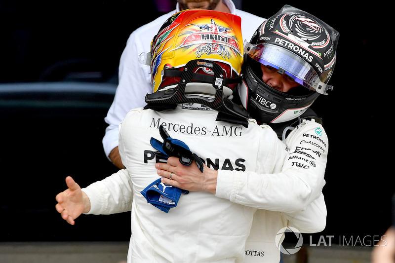 Race winner Lewis Hamilton, Mercedes AMG F1 celebrates in parc ferme, Valtteri Bottas, Mercedes AMG F1