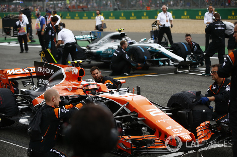 Стоффель Вандорн, McLaren MCL32, Валттері Боттас, Mercedes AMG F1