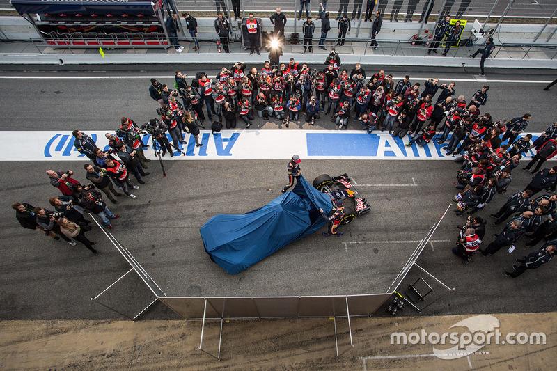 Max Verstappen, Scuderia Toro Rosso y Carlos Sainz Jr., Scuderia Toro Rosso presentan el Scuderia Toro Rosso STR11
