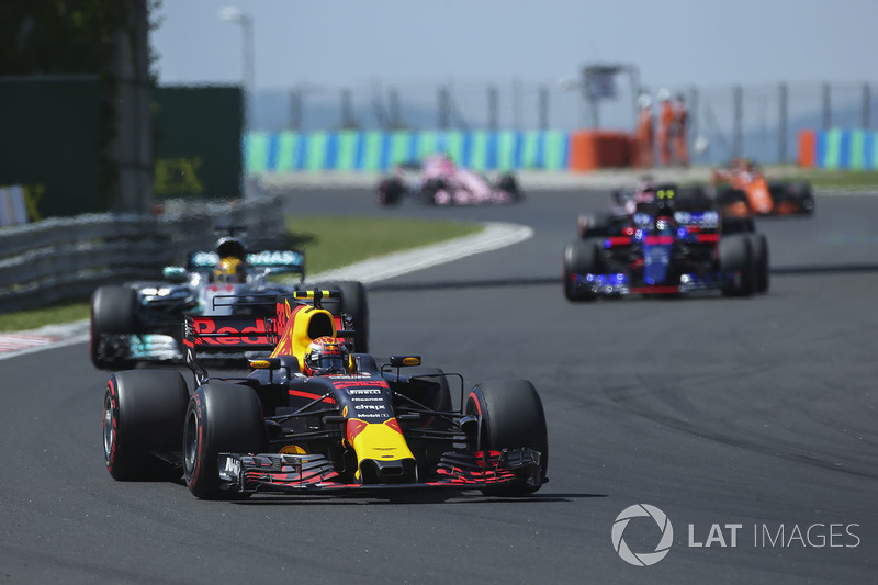 Max Verstappen, Red Bull Racing RB13, Lewis Hamilton, Mercedes AMG F1 W08, Carlos Sainz Jr., Scuderia Toro Rosso STR12