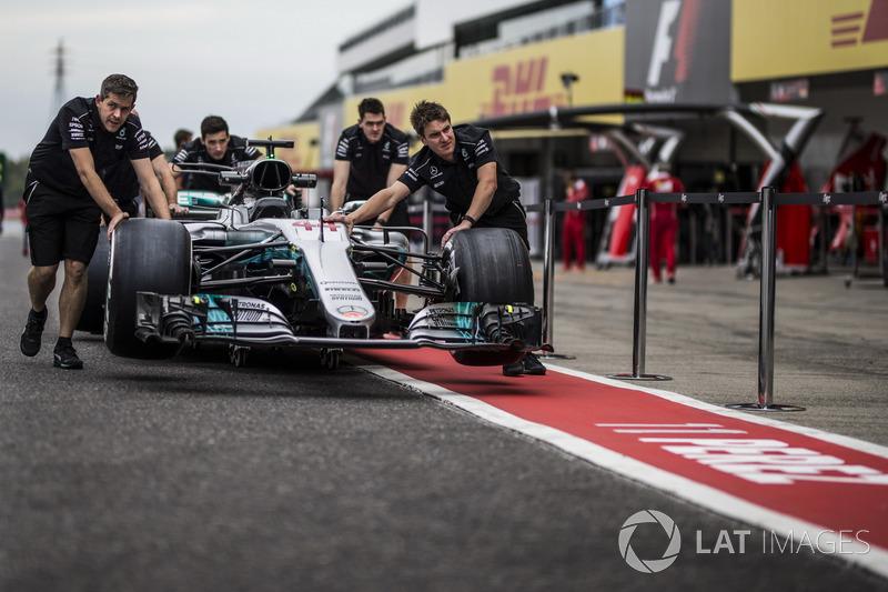 Механіки Mercedes AMG F1, Mercedes-Benz F1 W08
