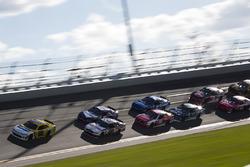 Kasey Kahne, Hendrick Motorsports Chevrolet leads